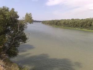 El Ebro a su paso bajo el puente de la autopista Z40
